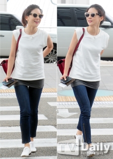 "Is this ""too"" casual or what? Who cares? Lee Bo Young has got her man anyway."